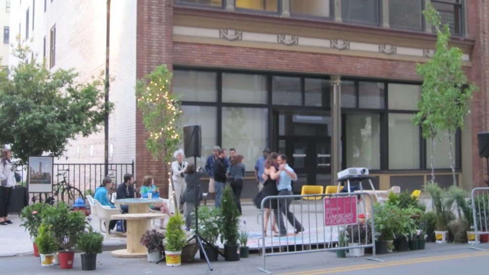 tango dancers in the street