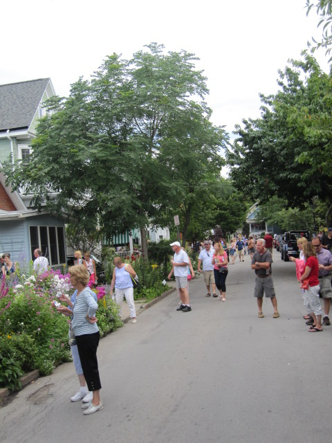 the streets were filled with garden walkers!